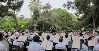 Orquestra tocant a un parc