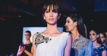 Models a una desfilada de moda