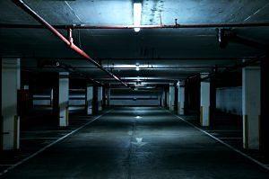 Entrada a un pàrquing privat subterrani
