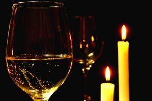Sopar a la llum de les espelmes
