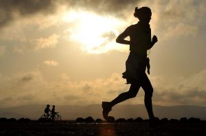 Dona fent running de bon matí