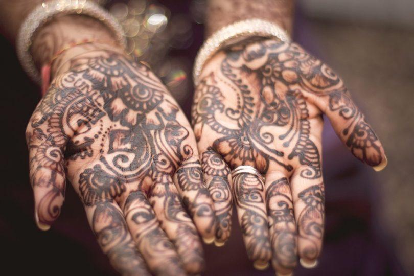 Mans tatuades amb henna
