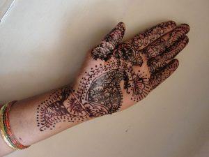 Dibuix henna a una mà