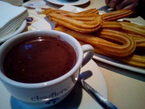 Tassa de xocolata calenta amb xurros