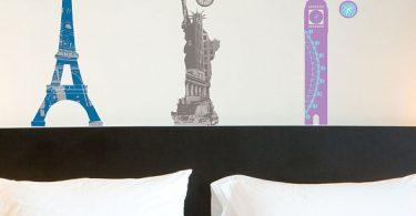 Vinils decoratius sobre el capçal del llit