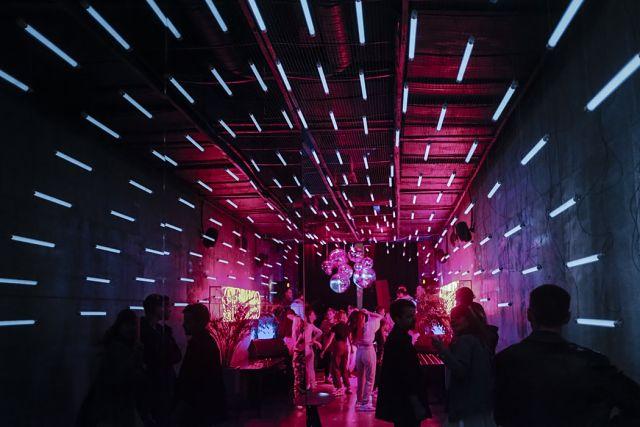 Discoteca amb llums futuristes