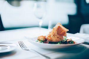 Plat d'alta cuina amb una elegant presentació