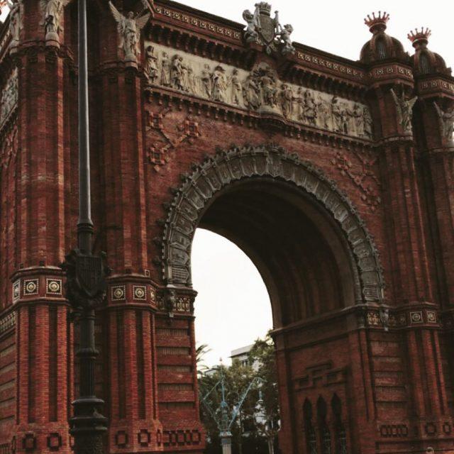 El otoo en Barcelona es as barcelona bcn arcodetriunfo igersbcnhellip
