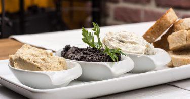 Selecció d'hummus com a aperitiu