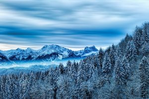 Imatge d'una muntanya nevada