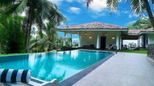 Residència luxuriosa amb piscina infinita