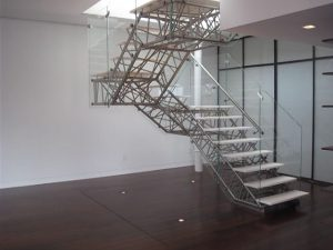 Escales modernes a un apartament dúplex