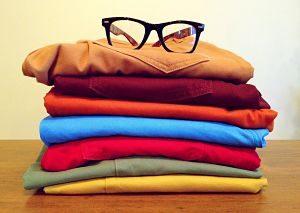 Diversos pantalons doblegats de diversos colors
