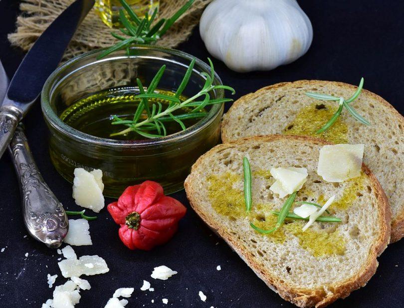 Pa amb oli, tomàquet, formatge i romaní