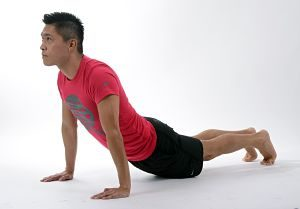 Home practicant ioga a casa