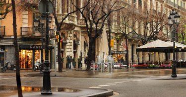 Carrer tranquil al centre de Barcelona