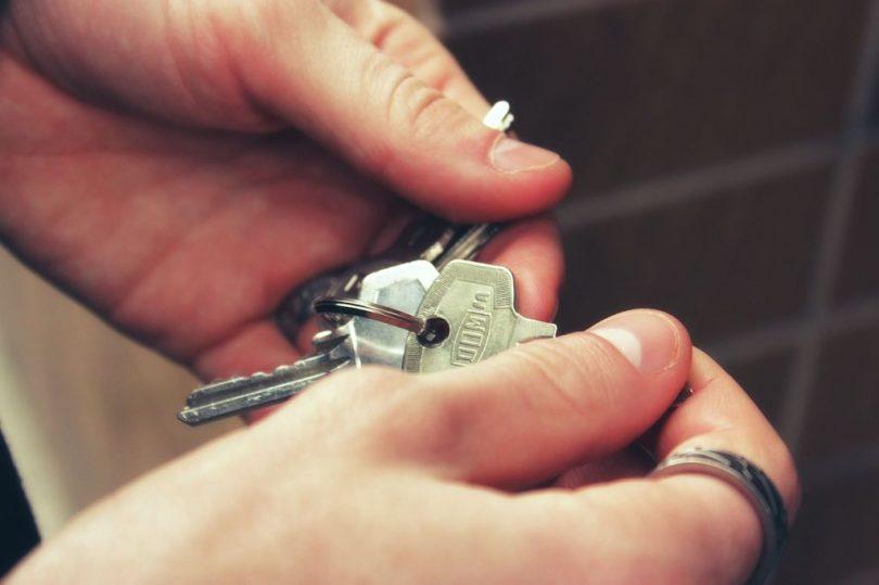 Inquilí amb les claus d'un pis