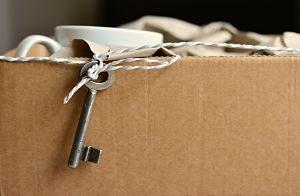 Caixa de mudança amb unes claus