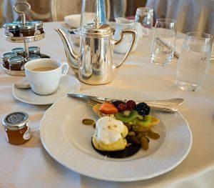 Esmorçar de qualitat servit al restaurant d'un hotel