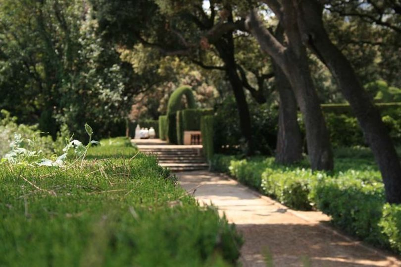 Un dels camins que hi ha al Parc del Laberint d'Horta