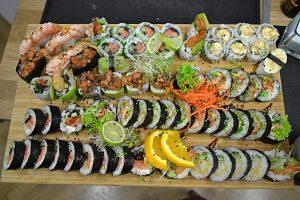 Plat de sushi variat