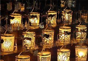 Espelmes lluminoses a un mercat nadalenc