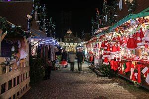 Paradetes de decoració a un mercat nadalenc