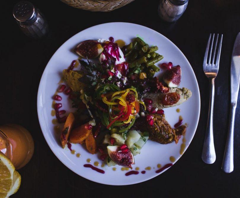 Plat hindú amb carn halal i verdures