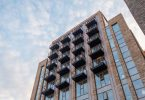 Bloc de pisos d'estil modern