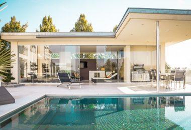 Casa d'obra nova amb piscina