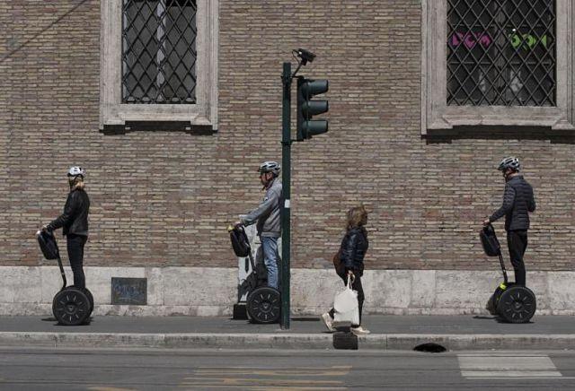 Grup de turistes en un tour en segway per la ciutat