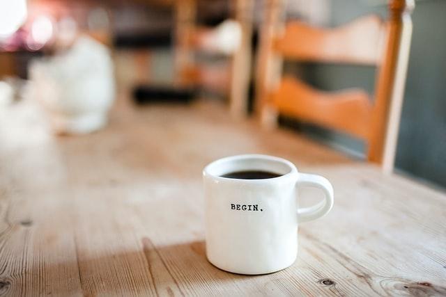 tassa de cafè sobre una taula