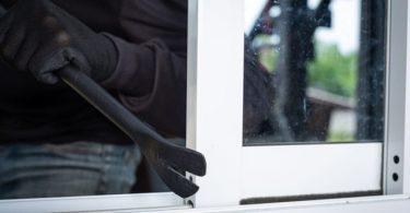 robatori llar per la finestra