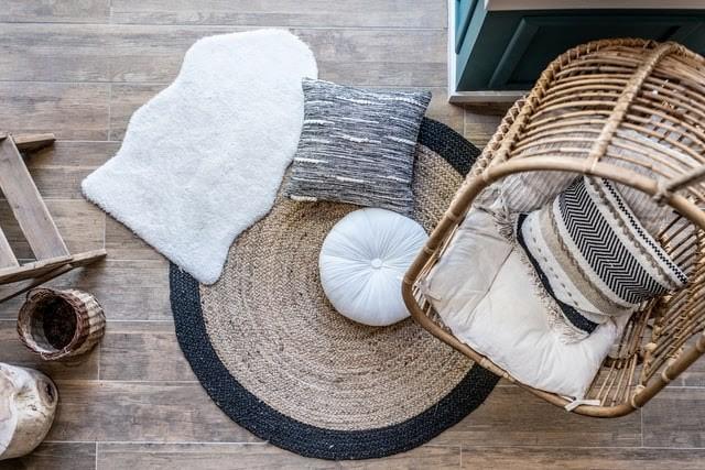 mobles de fusta, vimet. deceoració de tardor