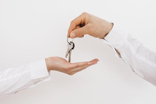 entrega claus lloguer pis