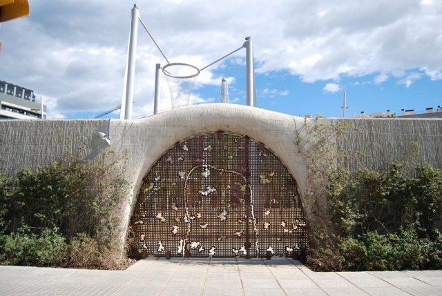 entrada al parc del boblenou del 22@ de barcelona