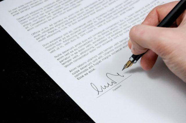 signar contracte consells per llogar pis