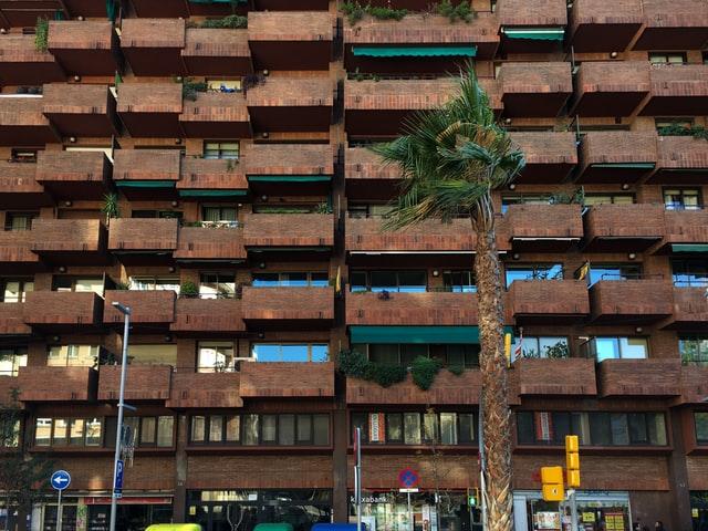 pis barcelona comprar un pis per llogar