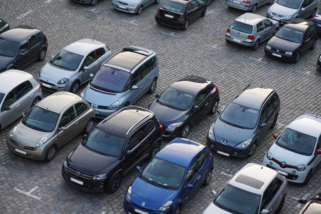 coches en un parking de Barcelona